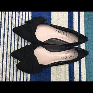 LIBBY EDELMAN Black Faux-Suede Bow Flats.